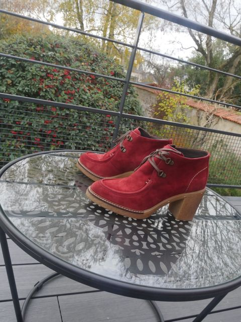 Bunny_bottine_cuir_daim_rouge_talon_crepe_lacets_alpe_la_fee_louise_7