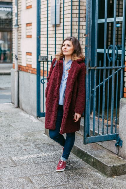 look_11_casual_manteau_bordeaux_basket_bordeaux_collection_capsule_automne_2017_la_fee_louise_6