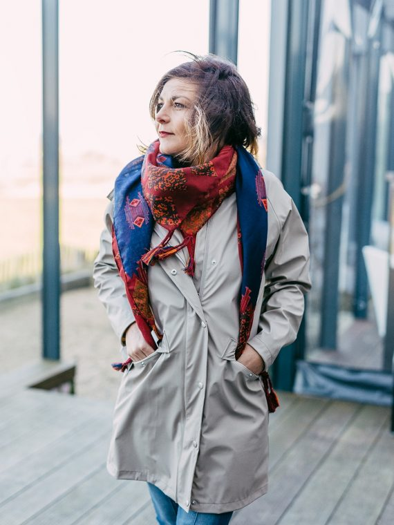 Douria_vetement_de_pluie_veste_long_feather_grey_ichi_tazi_ja_femme_la_fee_louise_3