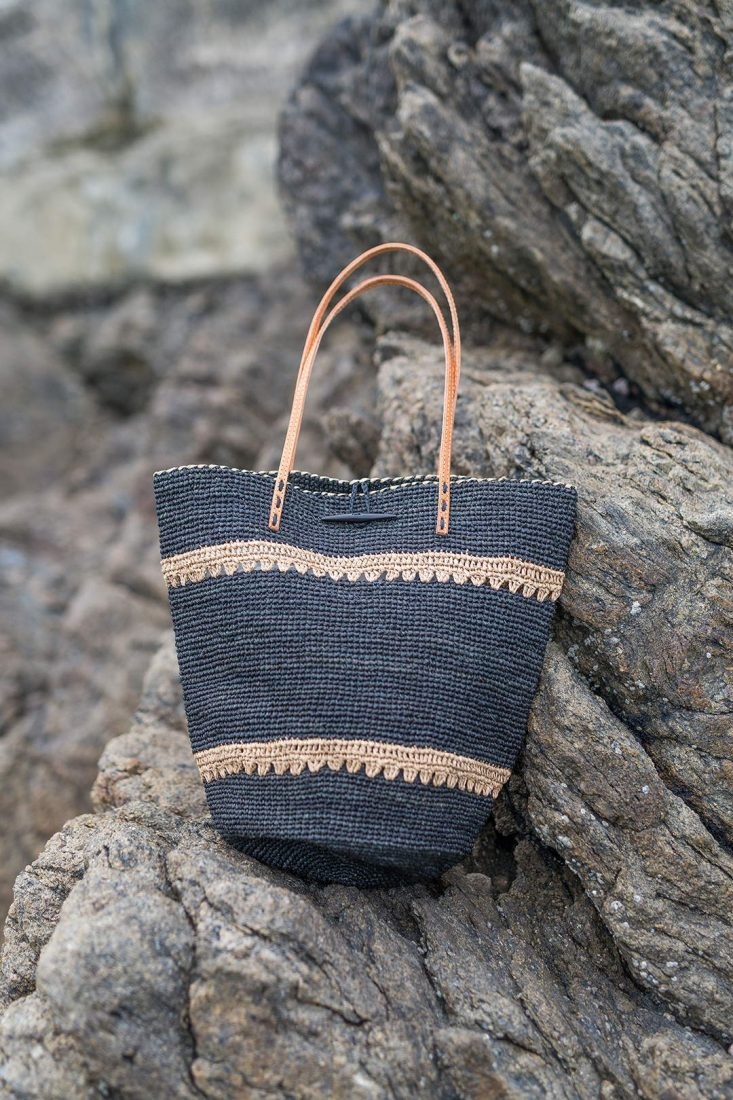 hada-sac-raphia-cuir-noir-l-atelier-du-crochet-la-fee-louise-1