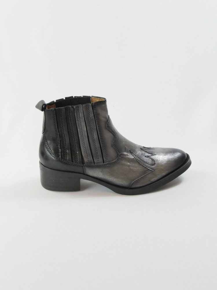 Lalie-bottine-tiag-cowboy-gris-noire-little-la-suite-la-fee-louise-3