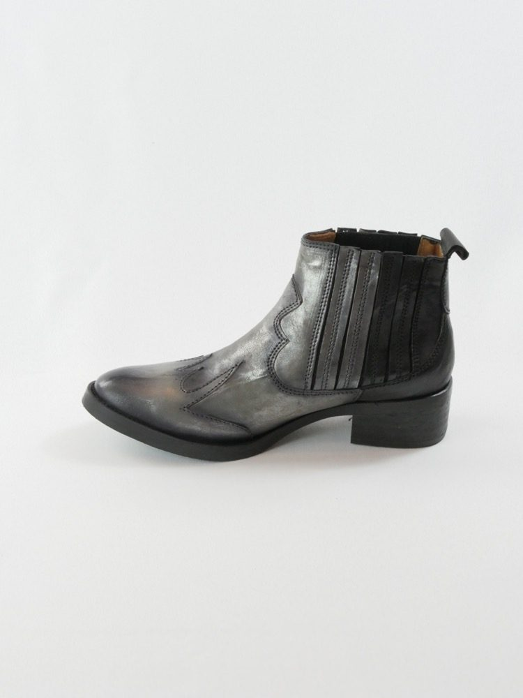 Lalie-bottine-tiag-cowboy-gris-noire-little-la-suite-la-fee-louise-5