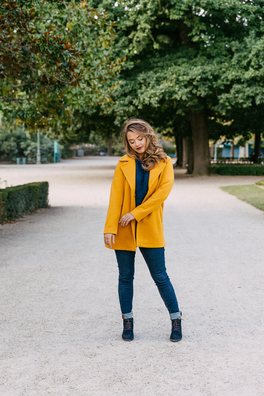 Look-64-yellow-is-fashion-manteau-bottine-pull-jean-automne-hiver-2018-la-fee-louise-1