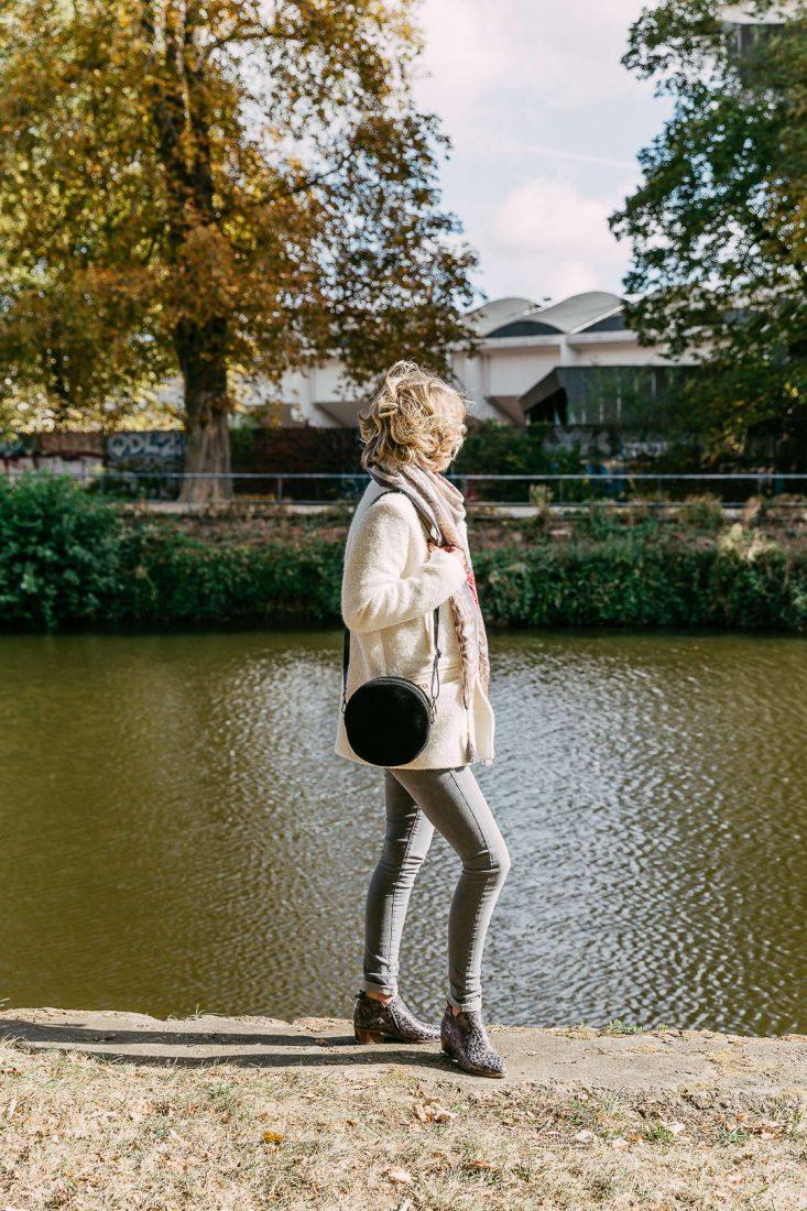 Louise-sac-bandouliere-rond-croute-cuir-noir-la-fee-louise-4
