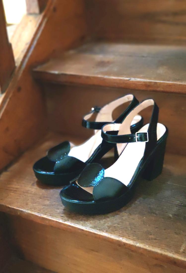 Safia-sandale-talons-vernis-noir-wonders-la-fee-louise-2