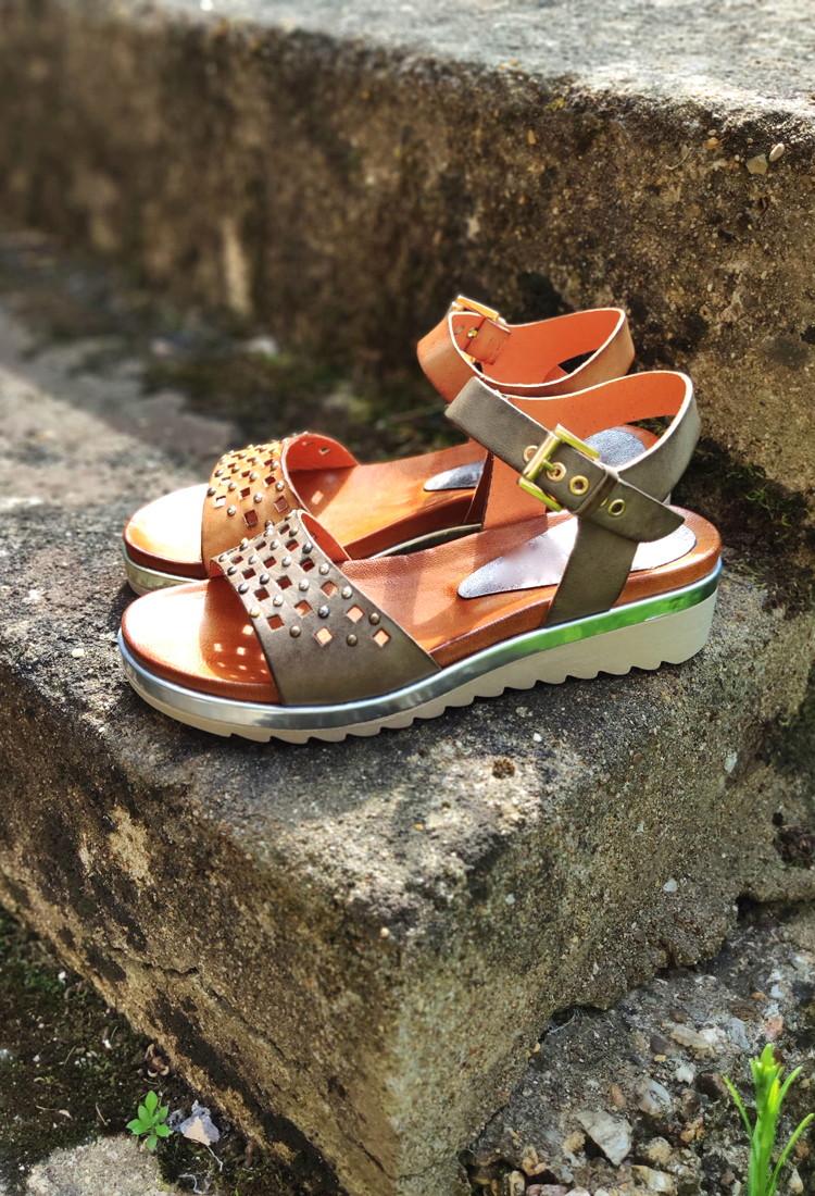 Silvia-sandale-camel-clous-dentelle-cuir-la-fee-louise-3