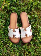 Simona-mule-sandale-blanche-cuir-clous-la-fee-louise-3
