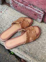 Simona-mule-sandale-camel-cuir-clous-la-fee-louise-3
