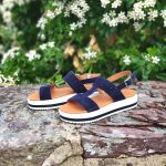 xabina-sandale-semelle-compensee-blanche-cuir-bleu-marine-we-do-la-fee-louise-1