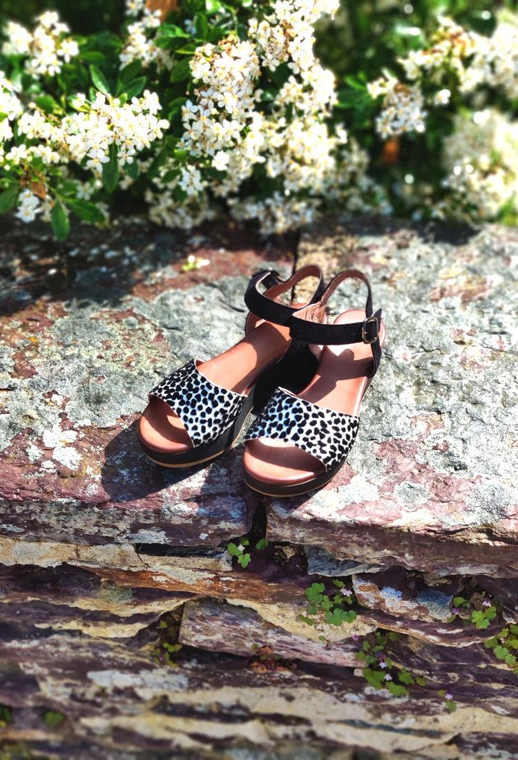 xenia-sandale-compensee-leopard-noir-sms-la-fee-louise-1
