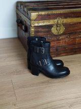 amanda-bottine-cuir-noir-boucle-paoyama-la-fee-louise-1