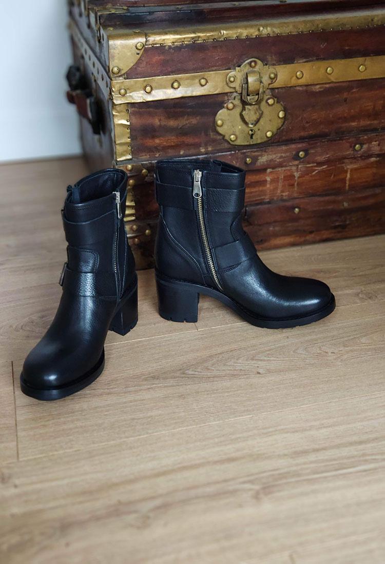 amanda-bottine-cuir-noir-boucle-paoyama-la-fee-louise-2
