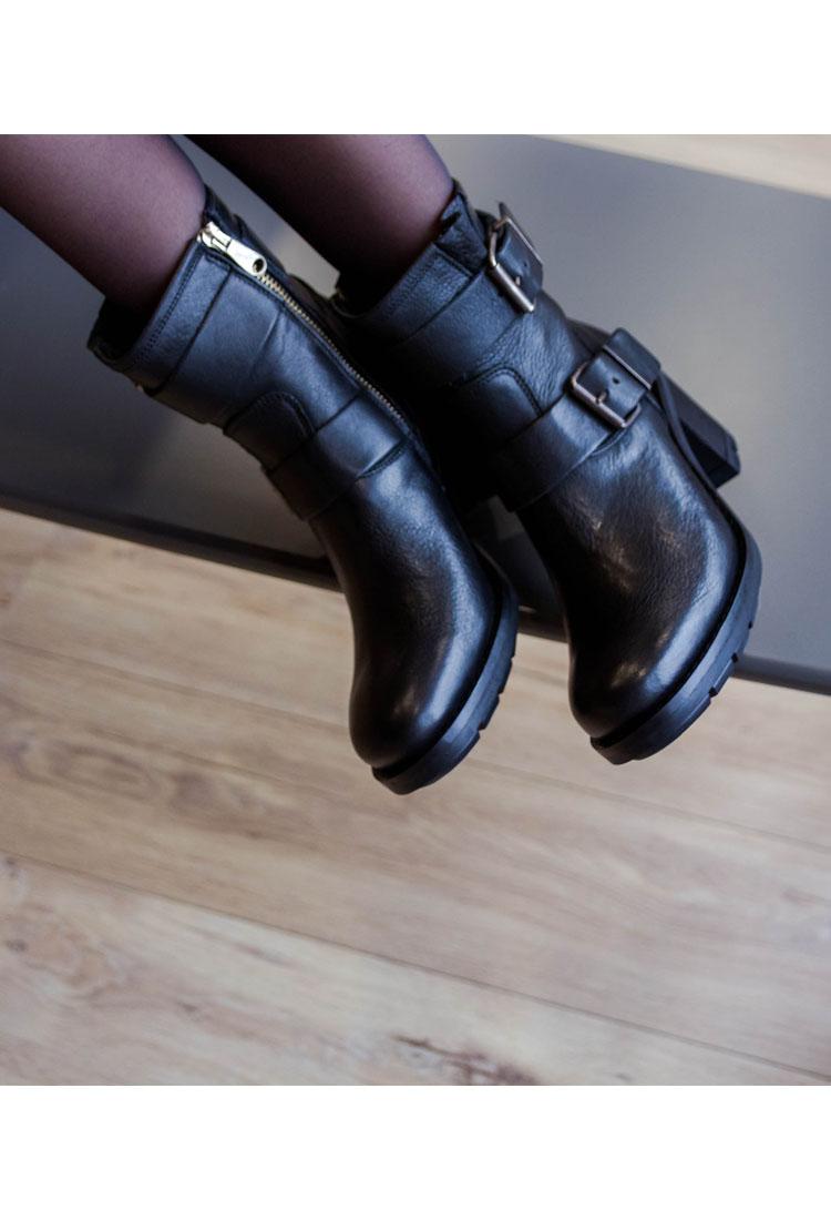 amanda-bottine-cuir-noir-boucle-paoyama-la-fee-louise-4