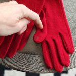 elena-gants-laine-moumoute-pompom-connecte-rouge-glove-story-la-fee-louise-1