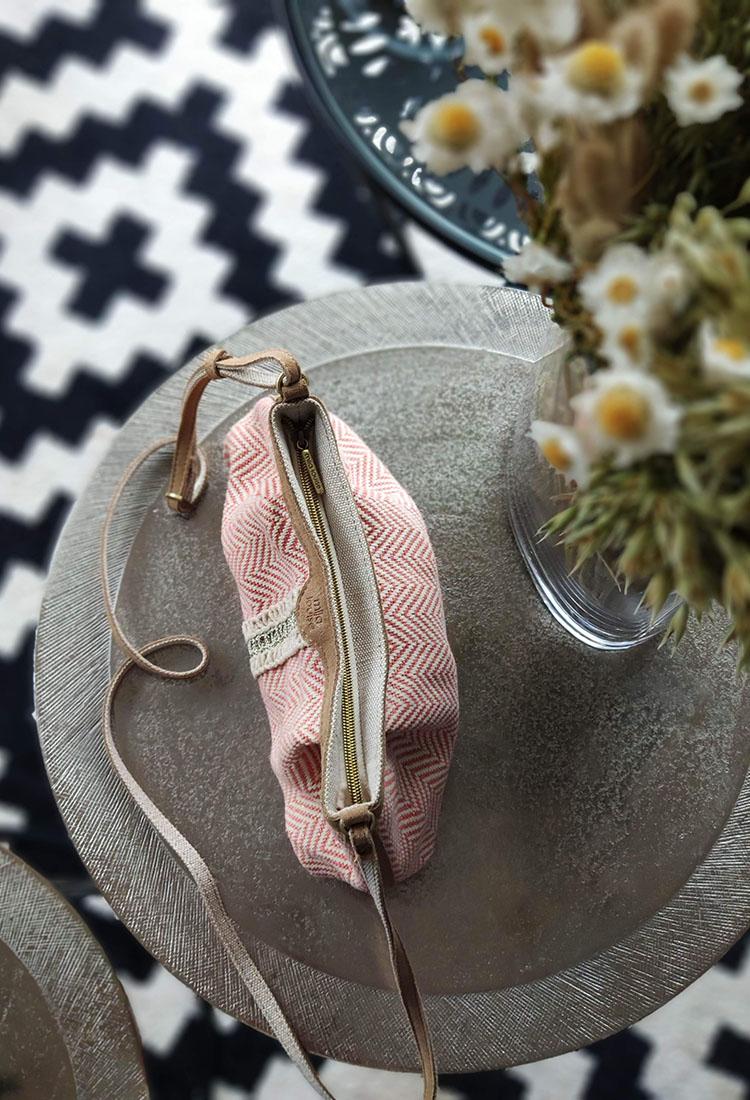 pearl-canotier-sac-bandouliere-cuir-broderie-ethnique-rouge-rose-beige-paillette-brillant-mila-louise-la-fee-louise-3