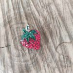 broche-fraise-rouge-vert-la-fee-louise-1