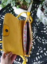 galila-pochette-bandouliere-simili-cuir-jaune-motif-rond-mandoline-md7024-la-fee-louise-3