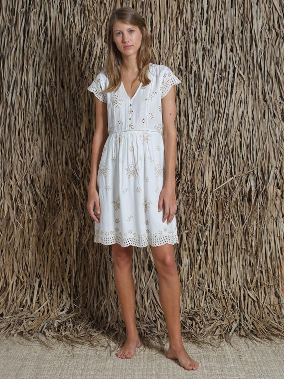 irvinia-robe-indi-and-cold-blanc-la-fee-louise-une