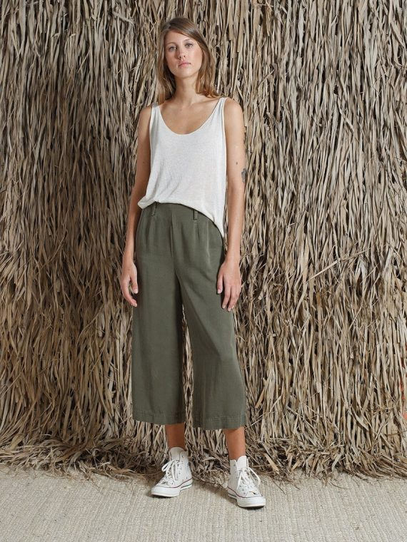 ivory-pantalon-crop-indi-and-cold-kaki-la-fee-louise-une