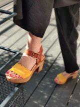 Klarys-sandale-talon-jaune-cuir-vague-misu-liberitae-la-fee-louise-02