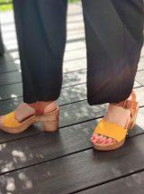 Klarys-sandale-talon-jaune-cuir-vague-misu-liberitae-la-fee-louise-03