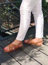 Lena-sandale-cuir-camel-rouge-clous-flanch-la-fee-louise-02