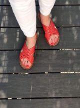 Lena-sandale-cuir-camel-rouge-clous-flanch-la-fee-louise-07
