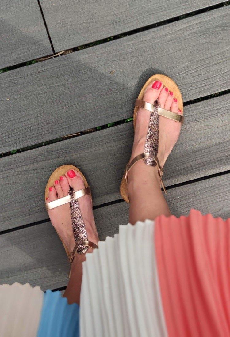 Mam-zouk-sandale-rose-poudre-imprime-irise-entre-doigt-plakton-la-fee-louise-04