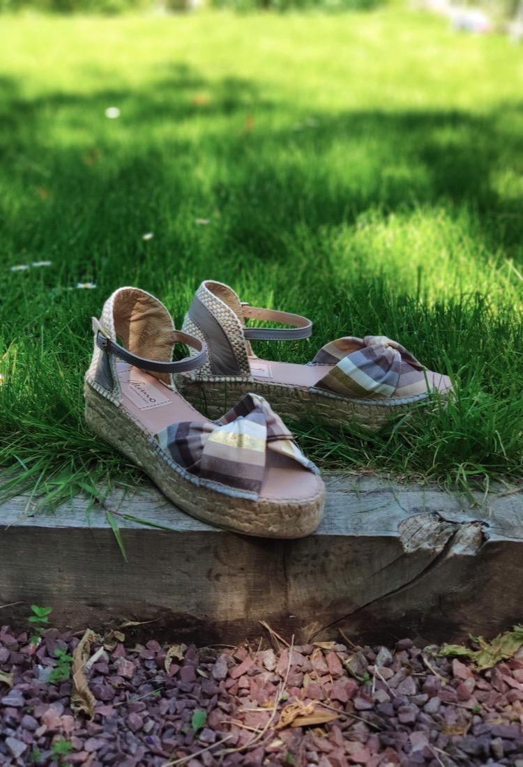 Ezilda-sandale-compense-carreau-gris-beige-blanc-marron-gaimo-la-fee-louise-1-03