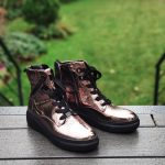 Maeva-bottine-brillante-lacet-montante-fermeture-cuivre-cuir-rose-semelle-noir-ara-la-fee-louise-1-01