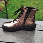 Maeva-bottine-brillante-lacet-montante-fermeture-cuivre-cuir-rose-semelle-noir-ara-la-fee-louise-1-05