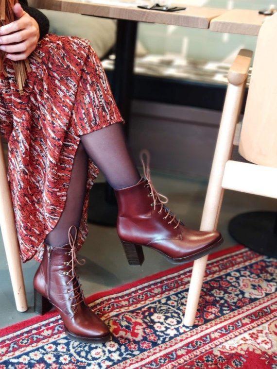 Alexia-bottine-cuir-talon-cognac-lacet-montante-O-folies-la-fee-louise-1-01