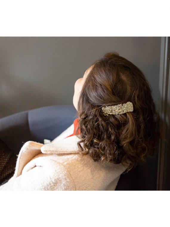 Margo-barrette-rectangle-plisse-dore-epaisse-cheveux-accessoire-la-fee-louise-2