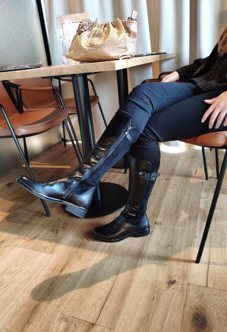 Nolwenn-botte-talon-plat-noir-mi-botte-boucle-cuir-bi-matiere-la-fee-louise-1-01