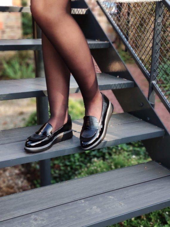 Nuage-mocassin-noir-cuir-vernis-frange-decoupe-semelle-noir-liseret-gris-Wonders-A-9716-la-fee-louise-1-01