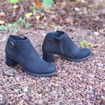 Astrid-bottine-a-talon-petit-talon-noir-croute-de-cuir-confortable-boucle-dore-hirica-la-fee-louise-1-05