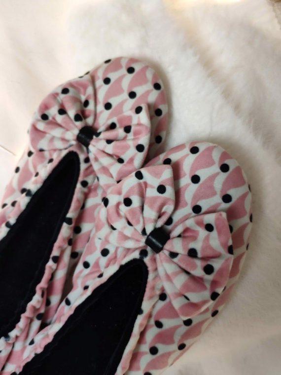 Naureen-chausson-imprime-rose-blanc-pois-noir-velours-confortable-semelle-en-cuir-elastique-la-fee-louise-1-08