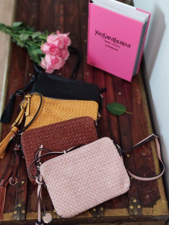 Carmen-pochette-bandouliere-simili-cuir-tresse-rose-jaune-camel-noir-31070-tamaris-la-fee-louise-05