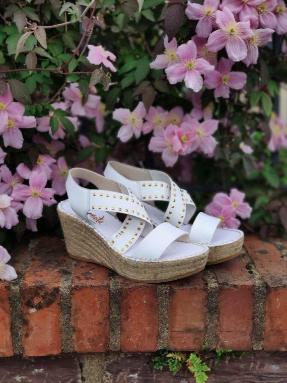 Leslie-sandale-compensee-espadrille-corde-blanche-noir-clous-elastique-croise-36433-vidorreta-la-fee-louise-06
