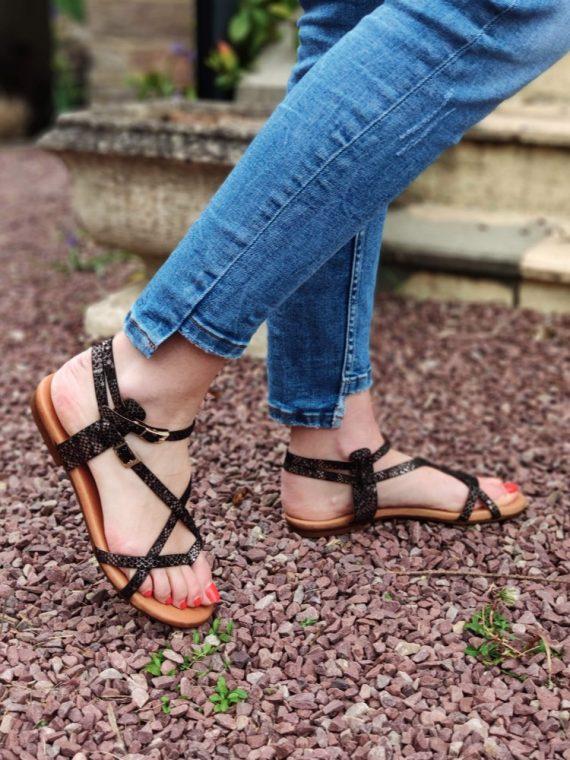 Louisa-sandale-plate-semelle-gel-entredoigt-cuir-python-beige-argente-noir-argente-582-kaola-la-fee-louise-03