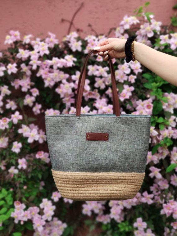 Lorie-sac-shopping-toile-blanc-rouge-vert-le-voyage-en-panier-la-fee-louise-06