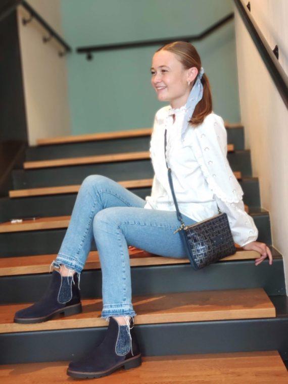 Charlotte-bottine-cavaliere-bleue-bi-matiere-velours-cuir-effet-croco-ecaille-vernis-brillant-plate-CO99334BB-we-do-la-fee-louise04
